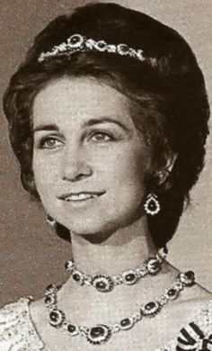 Queen Sofia of Spain wearing one of the necklaces as a bandeau and two as necklaces