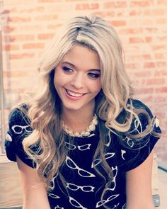 I love Sasha Pieterse... I think she's one of the prettiest girls around at the moment. AND I WANT HER SHIRT.