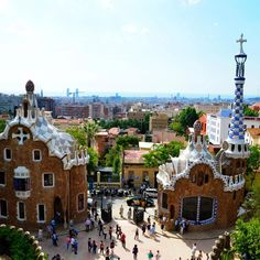 Experience the best of both worlds in the city of Barcelona. Relax on sandy beaches and soak up the sun or explore historic Spanish art and architecture. Spain Honeymoon, Spanish Art, Sandy Beaches, Honeymoon Destinations, Art And Architecture, Paris Skyline, Barcelona, Relax, Europe