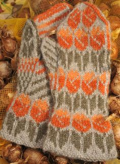 Ravelry: Tulips Mitten Kit pattern by Jouni Riihelä and Leena Riihelä Knitted Mittens Pattern, Knitted Gloves, Knitting Stitches, Knitting Yarn, Hand Knitting, Knitting Patterns, Fingerless Mittens, Wrist Warmers, Socks