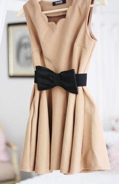 Ok, this is actually really pretty. Beige dress with black bootie