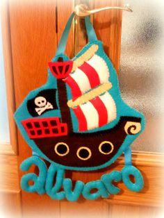 Mi casita de muñecas: Barco pirata y nombre en fieltro | Felt Name Banner with pirate ship