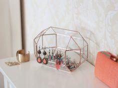 Boîte géométrique pour un rangement à bijoux élégant  http://www.homelisty.com/rangement-bijoux/