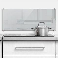 Einfarbiger grauer Spritzschutz als Hingucker für die Küche.