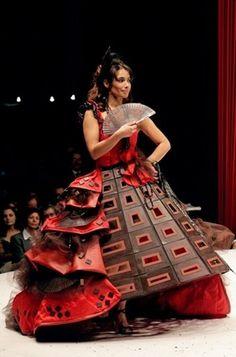 Le Festival du chocolat est un festival, ou les robes sont faites de chocolat.