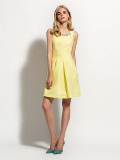 Laura Bernal vestido corto amarillo nueva colección disponible www.enriquepellejeromoda.com