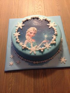 Frozen taart Cupcakes, Cupcake Cakes, Frozen Birthday Party, Birthday Cake, Bolo Elsa, Paper Cake, Frozen Cake, Girl Cakes, Elsa Frozen