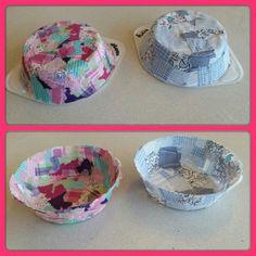 Moederdag 2015. Lapjes stof laten knippen en deze d.m.v. textiel-maché op en schaaltje laten plakken met veel lijm. Laten drogen in ruim een dag en het schaaltje is klaar. Evt. het randje nog bijknippen voor een netter resultaat.