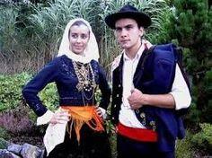 folk costumes with handkerchiefs images - Căutare Google Portugal, Folk Costume, Costumes, Rich Family, Church Ceremony, Portuguese, Black Velvet, Handkerchiefs, Youtube