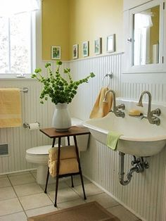 yellow cottage bathroom with white beadboard - bathroom Hm Deco, Baños Shabby Chic, White Beadboard, Sweet Home, Character Home, Yellow Bathrooms, Small Bathroom, Bathroom Ideas, White Bathroom