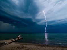 Lightning Picture, Huntington Beach Wallpaper - National Geographic Photo of the Day National Geographic Fotos, National Geographic Wallpaper, Nature Pictures, Cool Pictures, Cool Photos, Beautiful Pictures, Free Photos, Tornados, Amazing Nature
