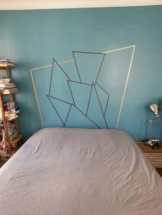 Tête de lit en masking tape gris et doré