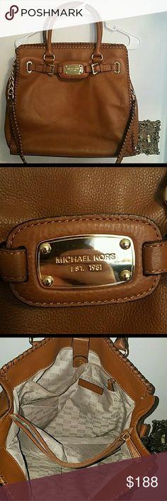 Michael Kors Hamilton bag Excellent condition! MAKE ME A FAIR OFFER! Michael Kors Bags Shoulder Bags