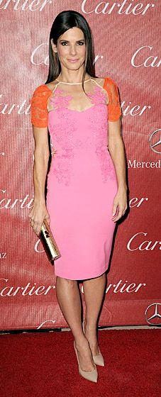Sandra Bullock is pretty in pink at the 2014 Palm Springs International Film Festival Awards Gala. Sandra Bullock Hair, Cute Dresses, Short Dresses, Red Carpet Ready, Red Carpet Gowns, Celebrity Look, Celeb Style, Poses, International Film Festival