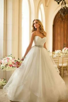 Elegant wedding dress via Inweddingdress.com #weddings #weddingdresses