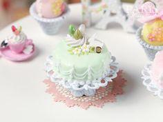 Easter Pastel Fondant Cake Green Miniature por ParisMiniatures