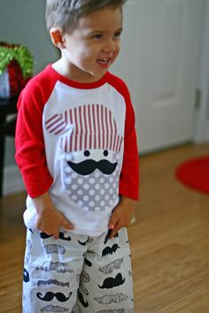 Love this, want to make it for the boys. Kids Christmas Outfits, Christmas Pjs, Childrens Christmas, Vinyl Shirts, Kids Shirts, Little Boy Fashion, Kids Fashion, Toddler Boys, Baby Kids