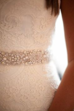 this belt is kinda perfect. so femine, romantic and delicate..