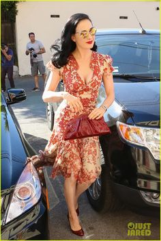 Dita Von Teese: I Look Ridiculous in Skinny Jeans! | dita von teese shares halloween costume inspirations 13 - Photo