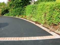 Tarmac driveway with block paving edging - Modern Brick Border, Brick Edging, Block Paving Edging, Driveway Landscaping, Driveway Ideas, Landscaping Ideas, Plant Design, Garden Design, Tarmac Driveways