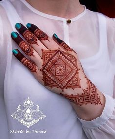Trending New Images Of Best Mehndi Designs 2020 For Ideas, Hey Mehndi Lovers! It's time to share with you some trending mehndi designs 2020 images. Henna Hand Designs, Mehndi Designs Finger, Modern Mehndi Designs, Mehndi Designs For Fingers, Mehndi Design Pictures, Beautiful Mehndi Design, Arabic Mehndi Designs, Latest Mehndi Designs, Henna Tattoo Designs