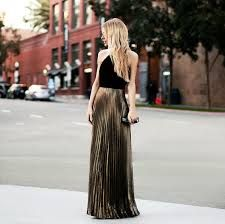 Pleated maxi gold skirt is paired with a black halter top to create a stunning look. Beauty And Fashion, Look Fashion, Passion For Fashion, High Fashion, Womens Fashion, Fashion Fall, Street Fashion, Fashion Trends, Gold Pleated Skirt