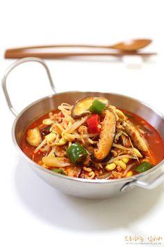 Korean Dishes, Korean Food, K Food, Good Food, Food Festival, Food Plating, Soups And Stews, Food Dishes, Asian Recipes