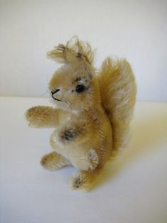 Steiff Vintage Possy Squirrel - - Sweet Forest Friend - 1957 to 1970 Spring Plants, Forest Friends, Chipmunks, Etsy App, All Pictures, Squirrel, Arms, Teddy Bear, Sweet