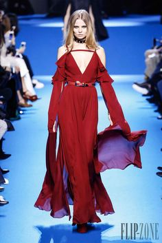 Whether towards consumed burgundy, deep carmine to flamboyant crimson, Red is the colour of passion, a bold and sensual choice to wear this Winter. We love the elegance of the Marchesa princesses with their profusion of flowers, the Zuhair Murad's embroideries for his Haute bohemian, or Elie Saab's perfect cuts and silhouettes. We particularly admire Alberta Ferreti's serpentine satin gown that dazzles with its fluidity highlighting the body curves underneath (...)