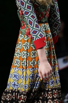See all the Details photos from Gucci Spring/Summer 2016 Ready-To-Wear now on British Vogue Fashion Week, Runway Fashion, Spring Fashion, High Fashion, Fashion Show, Womens Fashion, Milan Fashion, Spring Summer, Spring 2016