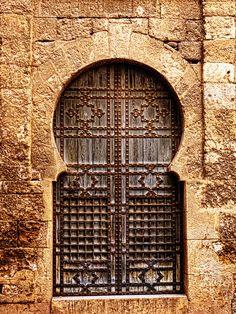 Puerta en el barrio de la Macarena. Sevilla
