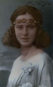 Principesa Ileana in 1923 by Linnea-Rose on DeviantArt Vintage Photographs, Vintage Photos, Michael I Of Romania, Romanian Royal Family, English Monarchs, Royal Beauty, European History, Queen Victoria, Vintage Girls