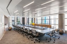 Perkins and Will has realized the contemporary offices and new headquarters for Bank, a global trust company, located in São Paulo, Brazil. How To Clean Sperrys, Banks Office, Flexible Furniture, Barbecue Pit, Luxury Office, Rectangle Table, Contemporary Office, Cool Office, Modular Furniture