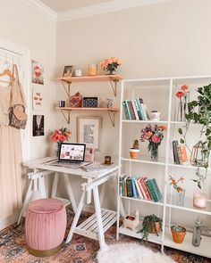 Zimmer/Einrichtung Beds and Bedding Tips for Online Shoppers The bed experts will be capable offerin Cute Room Ideas, Cute Room Decor, Study Room Decor, Wall Decor, Room Ideas Bedroom, Bedroom Decor, Bedroom Inspo, Floral Bedroom, Bedroom Office