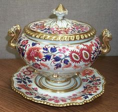 Flight Barr and Barr Worcester soup tureen, cover and stand early 19th century in a Japanese Imari style pattern