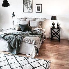 InteriorFlirt (@interiorflirt.dk) • Instagram-billeder og -videoer Dream Bedroom, Master Bedroom, Bedroom Small, Bed Table, Linen Bedding, House Design, Interior Design, Wall Papers, Design Bedroom