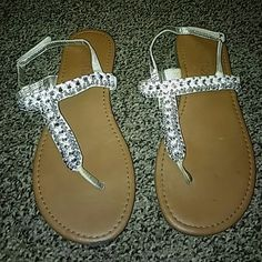 GIRLS JUSTICE SILVER CRYSTAL SANDALS SZ 7 FLAWS SHOWN IN PICS. GREAT PAIR OF SHOES Justice Shoes Sandals