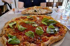 Pizzerie w Neapolu, które warto znać. Miejsca bardziej i mniej znane, gdzie spróbujecie najlepszej neapolitańskiej pizzy robionej z najlepszych składników.