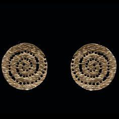 Χειροποίητα σκουλαρίκια με ορείχαλκο και αρχαιοελληνικό σχέδιο.