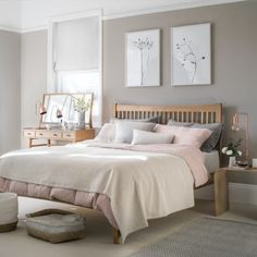 Looking for bedroom decorating ideas? Be inspired by this pale scheme with pink accents and wooden furniture Looking for bedroom decorating ideas? Be inspired by this pale scheme with pink accents and wooden furniture Dream Bedroom, Home Decor Bedroom, Modern Bedroom, Taupe Bedroom, Blush Bedroom Decor, Design Bedroom, Pink And Copper Bedroom, Cream And Pink Bedroom, Blush Pink Bedroom