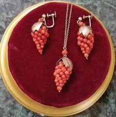 Coral Jewelry, India Jewelry, Bead Jewellery, Temple Jewellery, Victorian Jewelry, Antique Jewelry, Pendant Earrings, Pendant Jewelry, Dhoti Saree