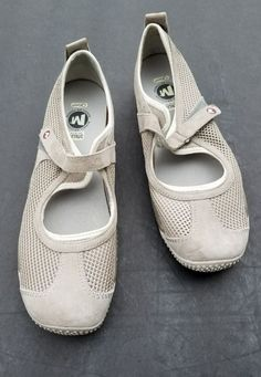 MERRELL SHOES Relay MARY JANES FLATS Walking White Brown Sz 10 & 10.5 mismatched #Merrell #MaryJanes #Casual