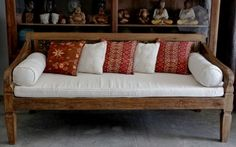 Teak wood, relax outside in this comfy Indonesian daybed!