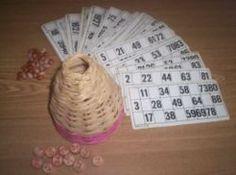 La tombola è un tradizionale gioco da tavolo nato nella città di Napoli nel XVIII secolo, come alternativa casalinga al gioco del lotto, e spesso accompagnato da un sistema di associazione tra numeri e significati, di solito umoristici