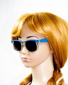 Topmodische Kinder Sonnenbrille aus 100% Kunststoff, perfekter Sonnenschutz mit UV 400. Breite Bügel. CE Normen. One Size.  Mit der Volland förmigen Sonnenbrille ist Ihr Kind optimal vor der Sonne geschützt. Sunglasses Women, Collection, Fashion, Souvenir, Accessories, Solar Shades, Woman, Moda, Fashion Styles