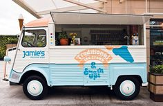 Jamie Oliver's brand beacon sits just outside his restaurant in London. It also doubles as a mobile venture, serving up Jamie's 'Smash Ups'- a mix of ice cream, fruit and nuts served on a plate. #London #Retail #Branding