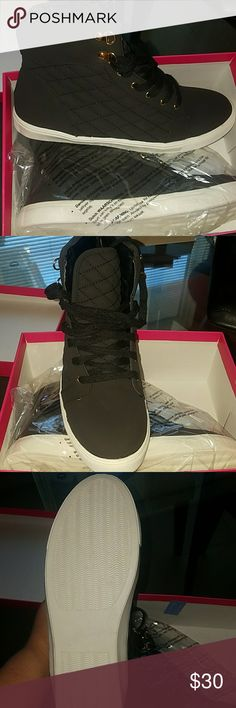 Black sneakers Never been worn Shoedazzle Ally Sneakers in black Shoes Sneakers