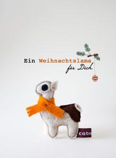 Weihnachtliche Brosche: Weihnachtslama Alma liebt die Festtage / christmas brooche, alpaca with scarf by Catmade via DaWanda.com