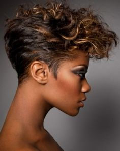 Looking for chic short curly hairstyles? Check out these short curly styles & the latest ideas for short curly hair to find the perfect cut for your face shape. Short Wavy Hair, Curly Hair Cuts, Short Hair Cuts For Women, Curly Hair Styles, Natural Hair Styles, Short Cuts, Short Mohawk, Curly Bangs, Short Pixie