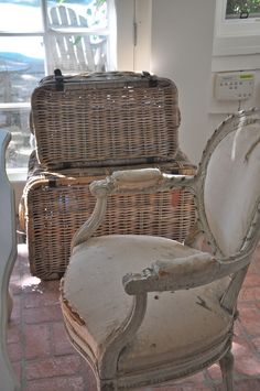 where's your printer? Exterior Design, Interior And Exterior, French Baskets, French Chairs, Shabby, French Home Decor, Thinking Outside The Box, French Antiques, Wicker